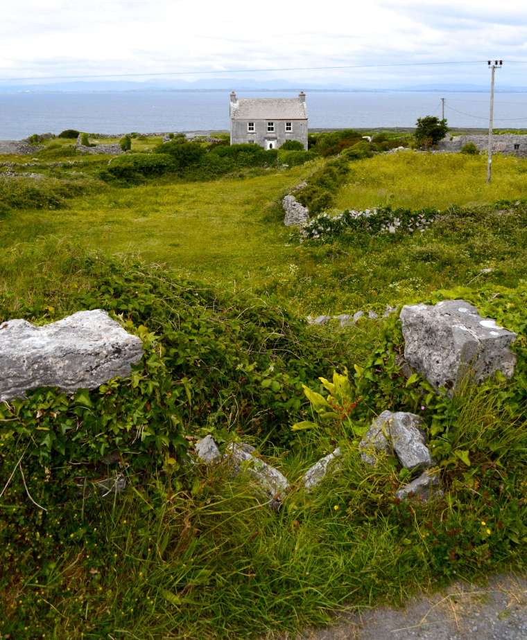 house-inishmor-grass
