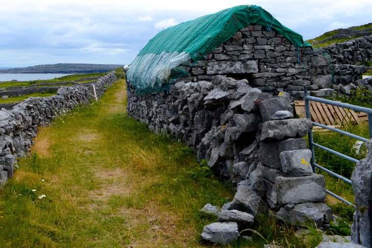 stone-hut-inishmor