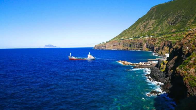 salina-boat-coast