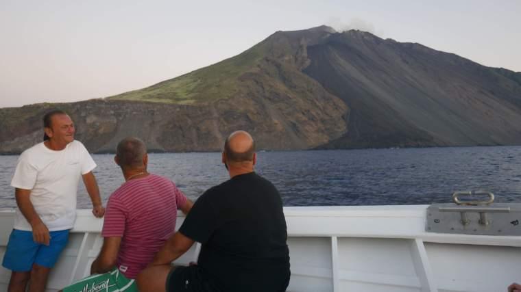 stromboli-lava-flow-skipper