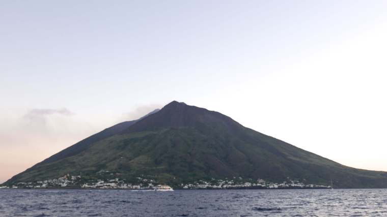 stromboli-sunset-island
