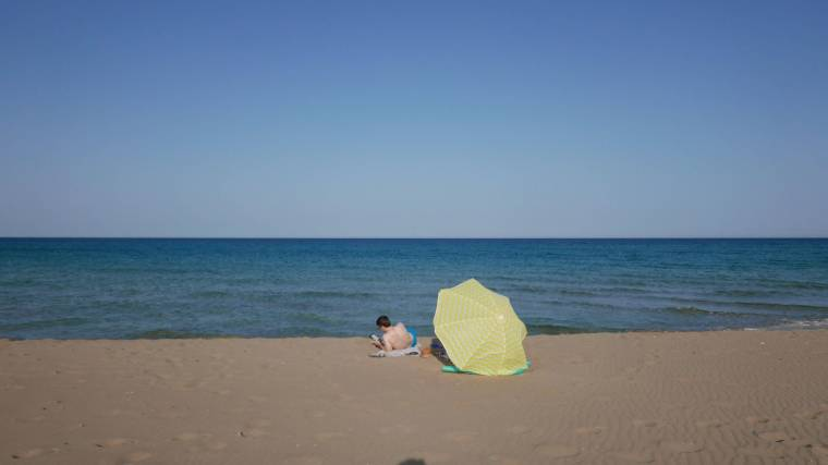 elora-beach-empty