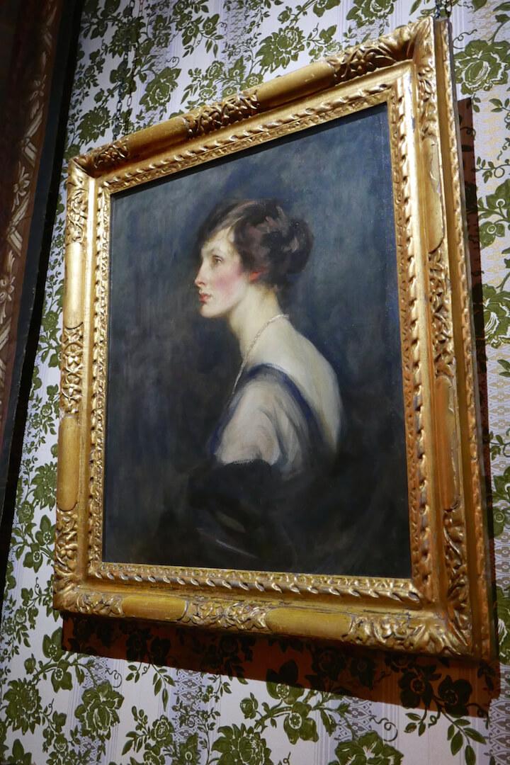 chatsworth-interiors-art-lady