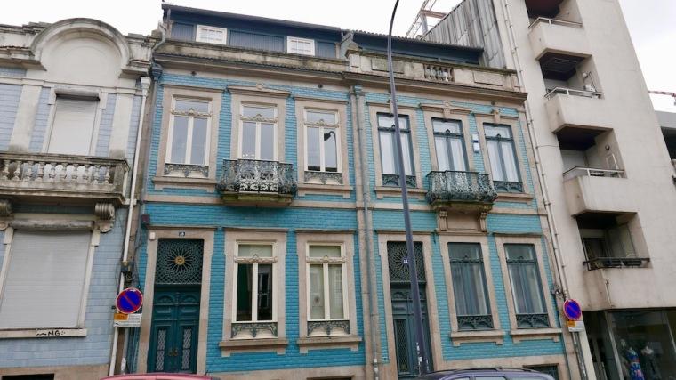 Ach the facades of Porto!